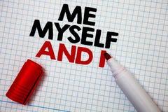 Note d'écriture me montrant moi-même et I La photo d'affaires présentant la responsabilité de prise auto-indépendante égoïste des Photographie stock libre de droits