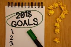 Note d'écriture montrant 2018 buts 1 2 3 La résolution de présentation de photo d'affaires organisent le bloc-notes bl rond de pl image stock