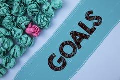 Note d'écriture montrant des buts La photo d'affaires présentant des accomplissements désirés vise ce que vous voulez pour accomp Photographie stock