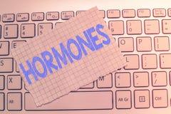 Note d'écriture montrant des hormones La photo d'affaires présentant la substance de réglementation produite dans l'organisme a t photo stock