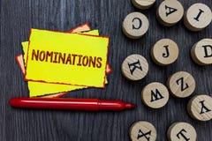 Note d'écriture montrant des nominations Suggestions de présentation de photo d'affaires de quelqu'un ou de quelque chose pour un Images stock