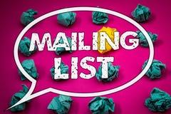 Note d'écriture montrant des photos d'affaires de liste d'adresses présentant des noms et adresse des personnes vous allez envoye image stock