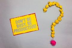 Note d'écriture montrant Don t pour ne pas être occupé Soyez productif Le travail de présentation de photo d'affaires organisent  image stock