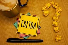 Note d'écriture montrant Ebitda Revenus de présentation de photo d'affaires avant désordre d'abréviation d'amortissement de dépré photographie stock