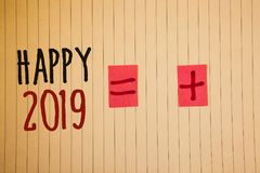 Note d'écriture montrant 2019 heureux Les photos d'affaires présentant la célébration de nouvelle année encourage le messag de mo Photographie stock