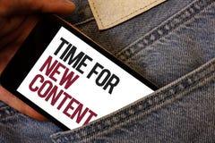 Note d'écriture montrant l'heure pour le nouveau contenu Photo d'affaires présentant le concept de mise à jour de publication de  photos stock