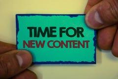 Note d'écriture montrant l'heure pour le nouveau contenu Photo d'affaires présentant le concept de mise à jour de publication de  images stock