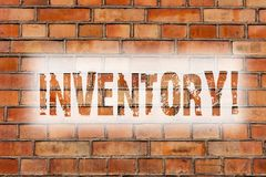 Note d'écriture montrant l'inventaire Photo d'affaires présentant la liste complète d'articles comme des marchandises de produits photos stock