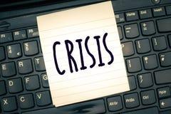Note d'écriture montrant la crise Moment de présentation de photo d'affaires où la décision difficile ou importante doit être pri photos libres de droits