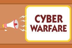 Note d'écriture montrant la guerre de Cyber La photo d'affaires présentant le système virtuel de pirates informatiques de guerre  illustration stock