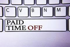 Note d'écriture montrant le repos payé Vacances de présentation de photo d'affaires avec la guérison de repos de pleines de paiem Image stock