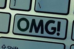 Note d'écriture montrant Omg La présentation de photo d'affaires employée pour exprimer l'incrédulité SMS d'excitation de choc a  image libre de droits