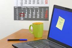 Note d'amour sur l'écran d'ordinateur Photo stock