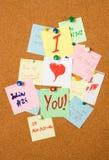 Note d'amour sur le panneau de liège Photos libres de droits