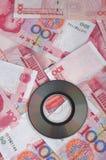 Note d'argent et disque compact Photographie stock libre de droits