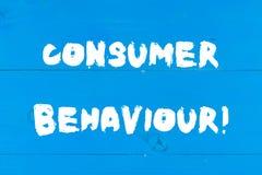 Note d'?criture montrant le comportement du consommateur Décisions de présentation de photo d'affaires que cette apparence font p photo libre de droits