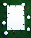 Note de golf avec des chevilles images stock