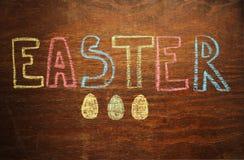 Note de Pâques sur le fond en bois Images libres de droits