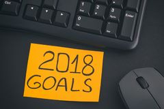 Note de papier avec des buts de l'écriture 2018 sur un bureau avec le clavier noir Photos stock