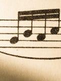 Note di musica su vecchio documento ingiallito fotografia stock libera da diritti