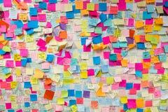 Note di Post-it appiccicose nella stazione della metropolitana di NYC Fotografia Stock Libera da Diritti