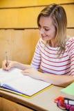 note felici di scrittura della studentessa Fotografie Stock