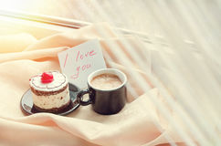 Note I love you with cup of coffee and cake Royalty Free Stock Images