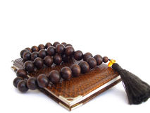 Note pad and rosary beads Royalty Free Stock Photos