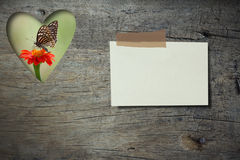 Note paper  on grunge wood board with  Zinia flower and butterfl. Y background Stock Photo