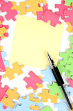 Note paper and puzzle with pen Royalty Free Stock Photos