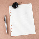 Note paper on wooden board Royalty Free Stock Photos