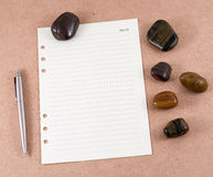 Note paper on wooden board. And red gravels Royalty Free Stock Photos