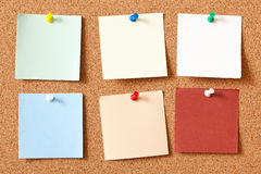 Note papers on corkboard Royalty Free Stock Photos