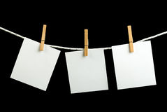 Note papers hooked on a rope Royalty Free Stock Photos