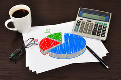 Note pie chart. On table businessman Royalty Free Stock Photography