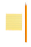 Note pointue de crayon et de post-it sur le fond blanc Image stock