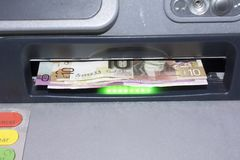 Note scozzesi in un cash machine Immagine Stock