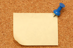 Note tacked on corkboard Royalty Free Stock Images