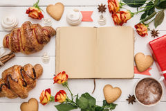 Notebook for message on the morning table Royalty Free Stock Photos