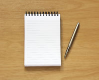 Notebook and pen on desk Royalty Free Stock Photography