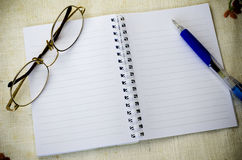 Notebook pen and eyeglasses Royalty Free Stock Photography