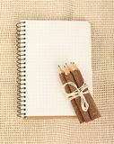 Notebook and pencils on burlap Royalty Free Stock Photos