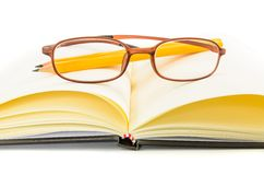 Notebook and yellow pencil and eyeglass Royalty Free Stock Photography