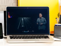 NOTEN-Stangendarstellung Macbook Produrch Philip Schiller lizenzfreies stockfoto