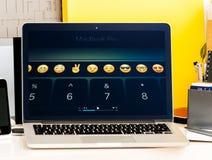NOTEN-Stangendarstellung Macbook Promit Emoji, Abkürzungen usw. Lizenzfreie Stockbilder