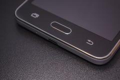 Notentelefonschwarzes auf schwarzem Hintergrund Lizenzfreies Stockfoto