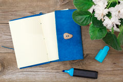 Notepad on aged wood Royalty Free Stock Photos