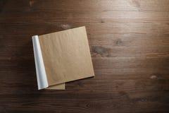Notepad av kraft papper arkivfoton