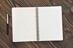 Notepad with blank pages and pen Royalty Free Stock Photography