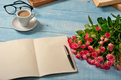 Notepad with a bouquet of roses Royalty Free Stock Photo
